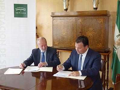 Fernando Rodríguez Villalobos e Ismael Perea, en un momento de la firma