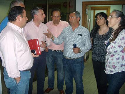 En la imagen, los alcaldes de Pedrera, La Roda y Herrera, entre otros