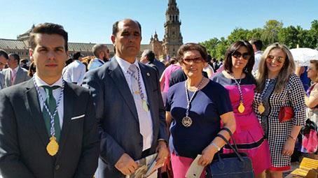 Representantes de la Hermandad del Nazareno y Esperanza de Casariche, en Sevilla. Fotos: Hermandad/Chari del Pozo.