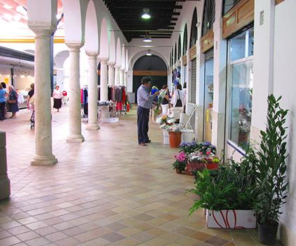 Vista del interior de la Plaza de Abastos de Osuna, una de los espacios a rehabilitar