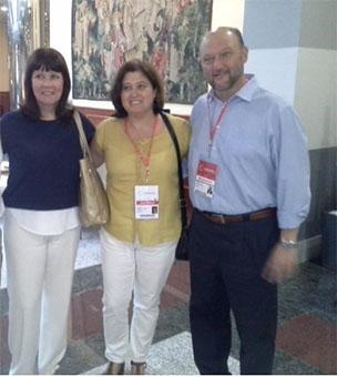 De izquierda a derecha, Micaela Navarro (nueva presidenta del PSOE español); Ramona Ramos, alcaldesa de El Rubio y Antonio Pradas. Foto: Twitter @PradasTorres