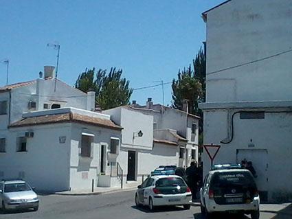 La Guardia Civil, vigilante en las inmediaciones de la Barriada de Los Poetas.