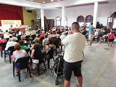 Imagen de la asamblea informativa sobre la manifestación del lunes 1 celebrada ayer en Pedrera.