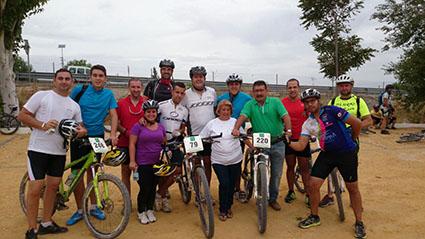 El alcalde loreño, Salvador Guerrero, con algunos de los participantes. Foto: J. Martín.
