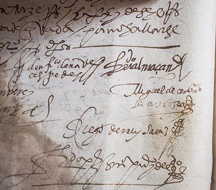 La firma del autor de El Quijote, en la parte central derecha de la imagen.