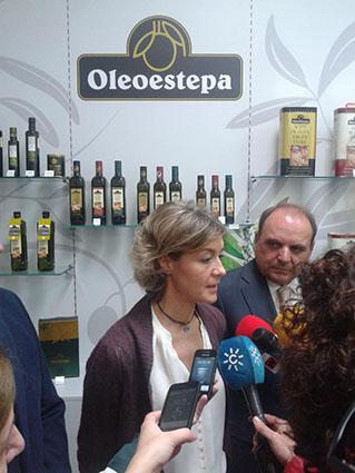 La ministra, junto al presidente de Oleoestepa. Foto: @oleoestepa