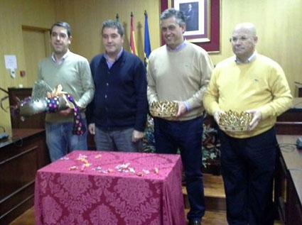 Alés, Galván y Vilches, acompañados del alcalde estepeño, Miguel Fernández. Foto: redes sociales.