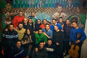 La chirigota pedrereña Los Emigrantes abre las galas de carnaval. Foto: Facebook de la agrupación.
