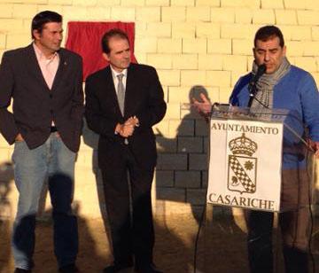 El alcalde de Casariche, en un momento de su intervención en la inauguración del parque.