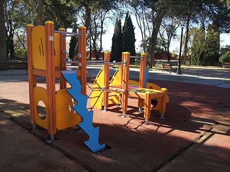 Nuevos juegos infantiles instalados en el Parque Princesa de Asturias.