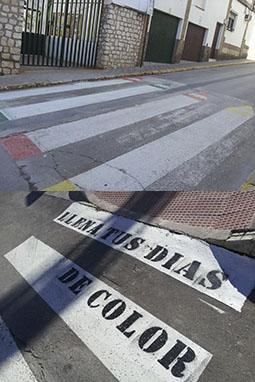 Originales diseños en algunos pasos de cebra de Estepa. Fotos: R. Camero.