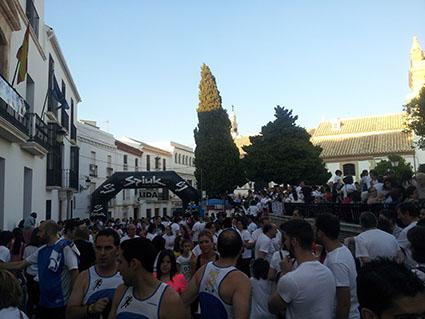 Ambiente en la Plaza del Carmen momentos antes de iniciarse la carrera en categoría absoluta. Fotos: R. Camero.