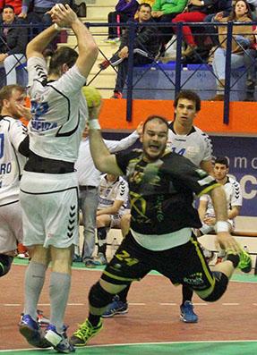 El estepeño Rafa Baena, en un lance del juego. Foto: Facebook del Ángel Ximénez.